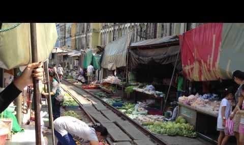 ویدئو: همه کار برای امرار معاش، بازار میوه راهآهن