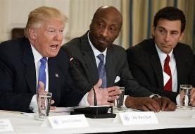 انحلال ناگهانی «شورای تولید» آمریکا توسط ترامپ در پی اعتراض آنها به دفاع ترامپ از نژادپرستهای ویرجینیا