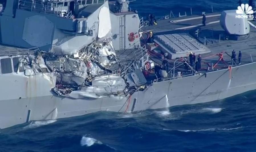 تصاویر هدف قرار دادن ناو ۱.۵ میلیارد دلاری آمریکا توسط کشتی غول پیکر: اجساد ۷ ملوان آمریکایی پیدا شد