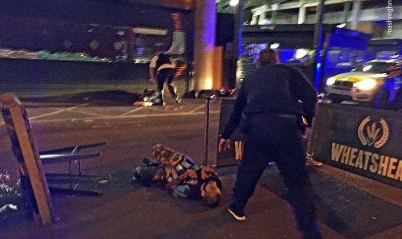 مرد انگلیسی نمازگزاران لندن را زیر گرفت و بعد با چاقو به آنها حمله کرد/ تصاویر جدید