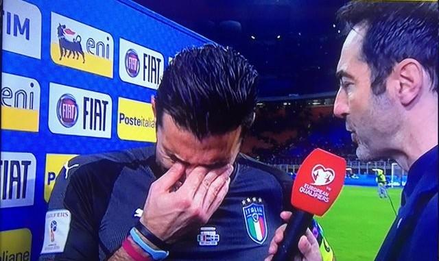 خداحافظی تلخ بهترین دروازه بان جهان با دنیای فوتبال با چشمان گریان (+عکس)