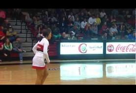 حرکت اکروباتیک باورنکردنی دختر رقصنده خوش فرم آمریکایی (ویدئو)