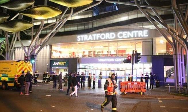 اسید پاشی در مال (مجتمع تجاری) شرق لندن با ۶ زخمی