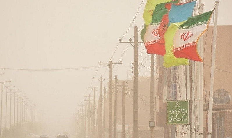 لغو پروازها و تعطیلی ادارات در پی وزش طوفان گرد و خاک ۱۲۰ روزه در سیستان: ۵ هزار سیستانی راهی اورژانس