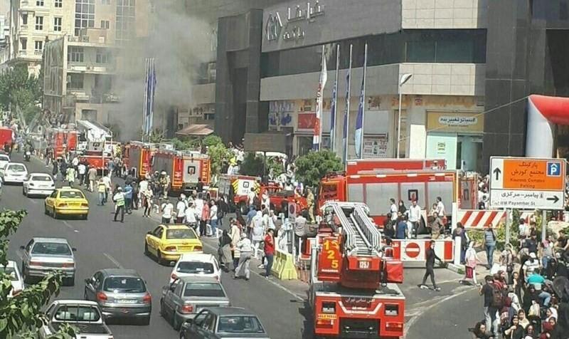 (تصاویر) مجتمع تجاری کورش تهران آتش گرفت