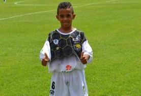 احتمال حضور اعجوبه ۱۱ ساله فوتبال برزیل در بارسلونای اسپانیا (ویدئو)