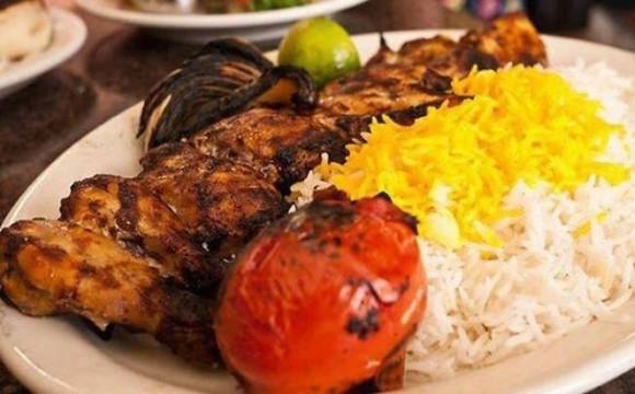 غذای ایرانی (خورش قورمهسبزی زرشک پلو)