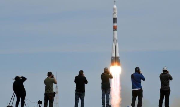 کشته شدن کارگر قزاق در پی افتادن قطعه هایی از موشک پرتاب شده فضاپیمای روسیه خشم قزاقها را برانگیخت