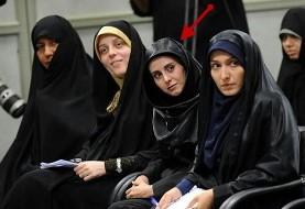 عکس یک دختر پزشک ایرانی بزرگ شده در هلند که ایران را برای زندگی ترجیح داده است در دیدار با آیتالله خامنه ای