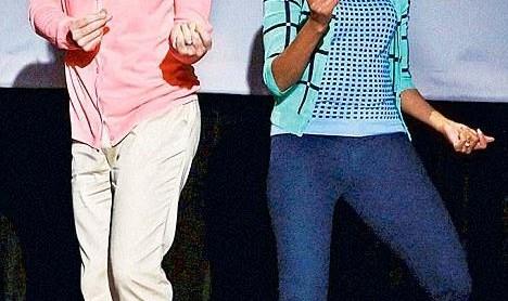 رقص جالب میشل اوباما و کمدین آمریکایی برای ترویج تحرک و ورزش (ویدئو)