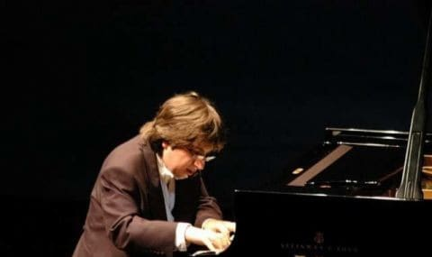 اجرای پیانو توسط رامین بهرامی