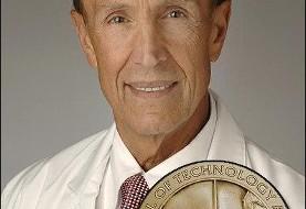مخترع ایرانی-الاصل جراحی لیزر چشم مدال فناوری را از رئیس جمهور آمریکا دریافت کرد