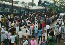 170 killed or injured after train derails in India