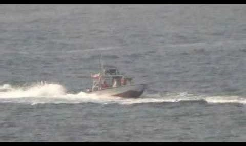 U.S. Navy's Nitze destroyer approached by Iranian boats (video)