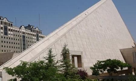 تصرف خیابان توسط مجلس بدون توافق با شورا: توقف دیوارچینی مقابل ساختمان قدیم مجلس