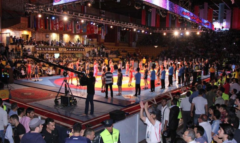 US Wrestling team cheered by Iranian fans in Tehran