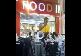 فروشنده با حال بازار آبادان، لاف زنی و مهارت در بازار یابی (ویدیو)