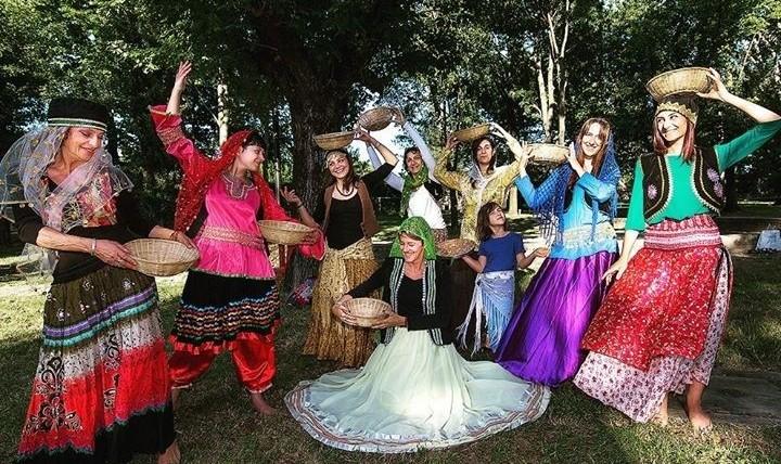 گیلکی - رقص ایرانی: گروه رقص در راونا