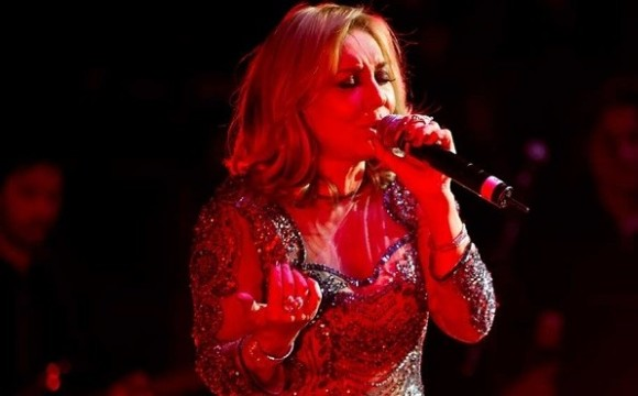 Googoosh Live in Norooz Concert