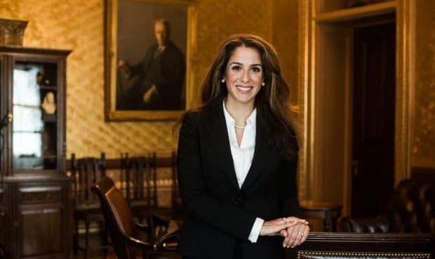 دختر جوان ایرانی ـ آمریکایی سخنگوی فارسی زبان وزارت ...
