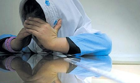 ماجرای شکنجه سارینای ۵ ساله در حضور پدر و مادرش در سمنان! مرد کودک آزار کیست؟