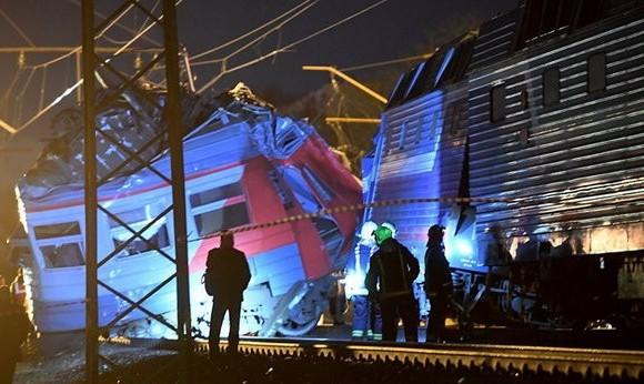 برخورد ۲ قطار در فیلادلفیای آمریکا: ۳۳ تن مجروح شدند
