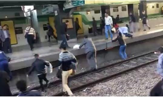 اولین فیلم از خروج قطار متروی کرج - تهران: مسافران سالم هستند