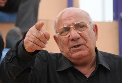 حشمت مهاجرانی سرمربی اسبق تیم ملی ایران در بیمارستان ایرانیان دوبی تحت عمل جراحی معده قرار گرفت