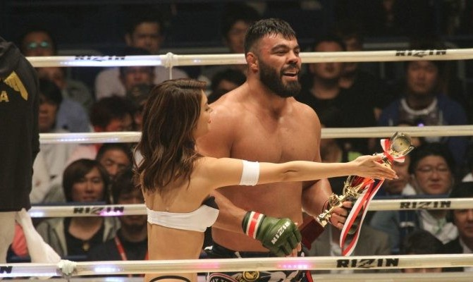Iranian MMA fighter knocks out American MMA giant in Japan (video)