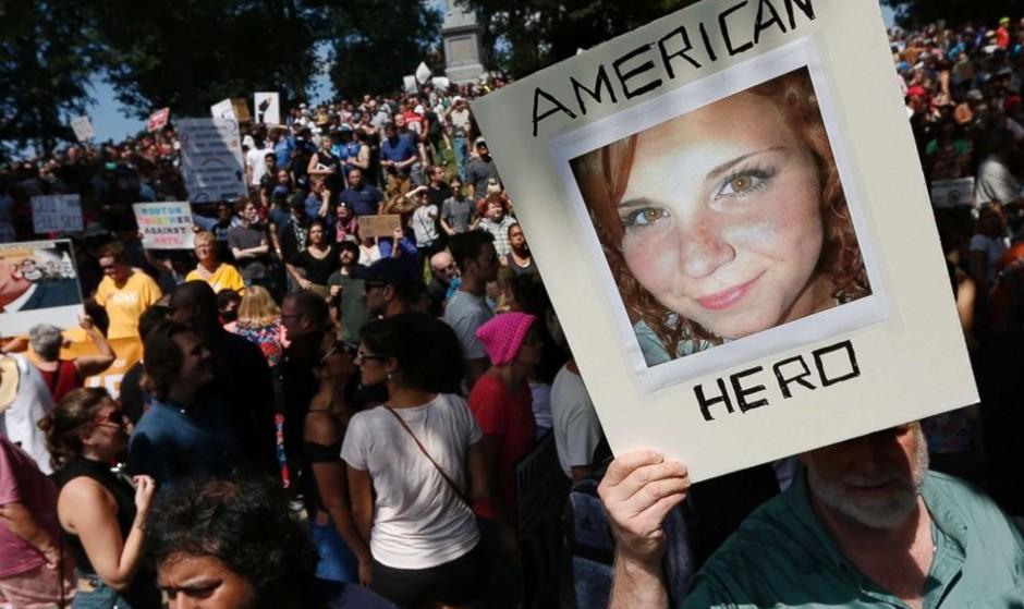 تظاهرات ۴۰ هزار نفر در بوستون در مخالفت با تجمع ۵۰ نفری سپید پوستان راستگرای افراطی