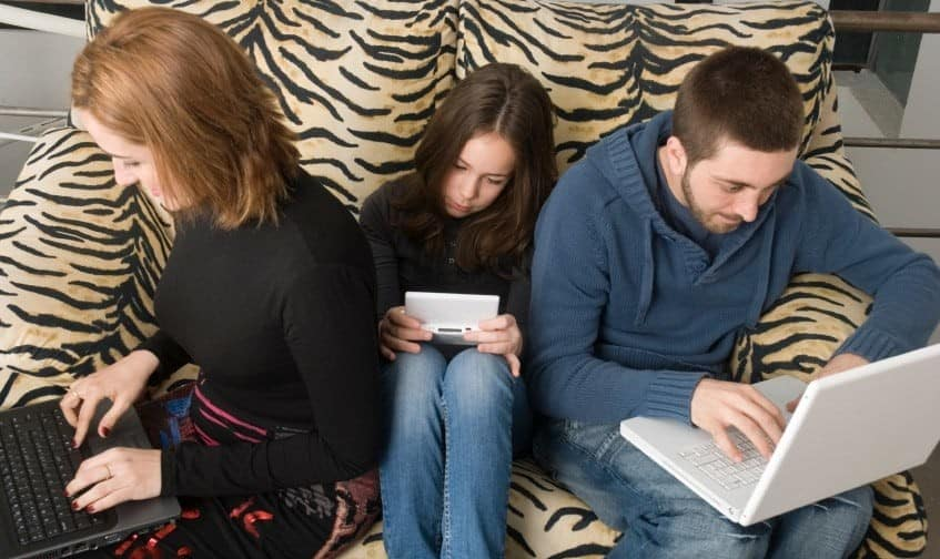 تحقیقات جدید: شبکههای اجتماعی مردم را منزوی و افسرده تر ...