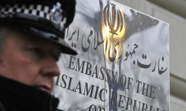 حمله اعضای جنبش ری استارت سید محمد حسینی به سفارت ایران در لندن