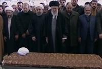 اقامه نماز توسط رهبر انقلاب بر پیکر آیت الله هاشمی رفسنجانی