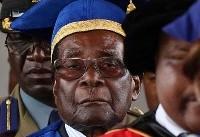 موگابه برای نخستین بار پس از بازداشت خانگی در انظار عمومی ظاهر شد