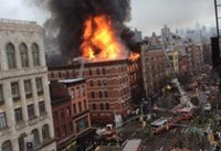 آتش سوزی در ساختمان ۶ طبقه منهتن ایالت نیویورک آمریکا