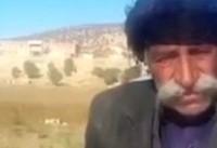تامین و برپایی چادرِ پیرمرد زلزلهزده توسط نوید محمدزاده و برادرش+فیلم