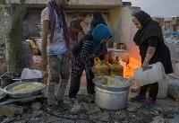 (تصاویر) پخت غذای گرم برای زلزله زدگان