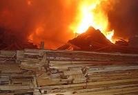 آتش سوزی انبار چوب ۱۰ هزار متری در جاده شهریار