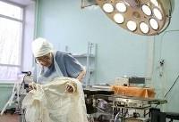 مسنترین جراح جهان در آستانه ۹۰ سالگی (+عکس)