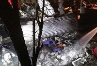 نجات ۱۰ نفر از میان شعلههای آتش در خیابان ری +عکس