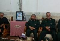 حضور فرمانده کل سپاه در منزل پدری «شهید حججی» + عکس
