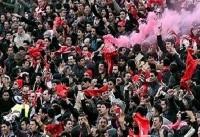 تشویق بازیکنان نفت تهران توسط هواداران تراکتورسازی/ شعار علیه بنگر