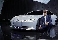 رونمایی بامو از رقیبی هیولا برای تسلا/تصاویر نمایشگاه خودرو فرانکفورت را ببینید
