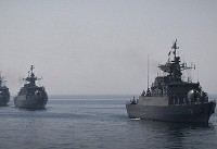 شناورها و جنگندههای ارتش و سپاه در آسمان خلیجفارس و تنگه هرمز رژه رفتند