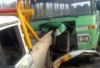 تصادف مینی بوس دانش آموزان با تریلی/ ۲۰ نفر زخمی شدند