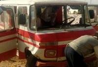 تصادف یک سرویس مدرسه با تریلی در کرمان