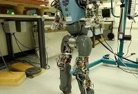 روباتها بالاخره مثل آدم راه میروند