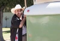 کن دویتیان با ماشین آر. وی به «اولین تولد» آمد
