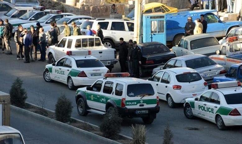 زورگیری مسلحانه به سبک هالیوود در خیابان شهرآرا با خودروی انتظامی، اسلحه کمری، بیسیم و دستبند از دختری که آنها را تیغ زده بود