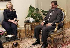 محمد مرسی قبل از لب گشودن در باره نقش ابر قدرت ها در انتخابات و کودتای مصر ناگهانی بیهوش شد و درگذشت!